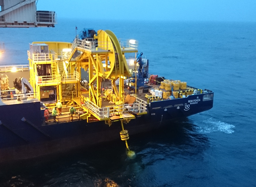 50 Ton HORIZONTAL PIPELAY SYSTEM Working at Sea